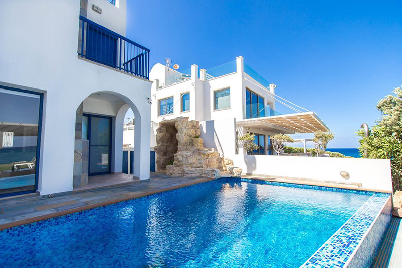 Five-bedroom villa in the South of Cyprus with private pool