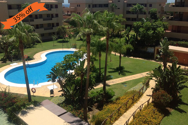 Beach apartment with 2 bedrooms, 2 bathrooms, shared pool and golf nearby in Jardin Botánico, Spain