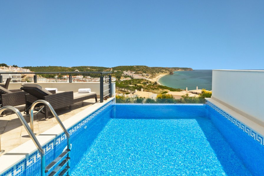 Three-bedroom property with Infinity pool in Salema