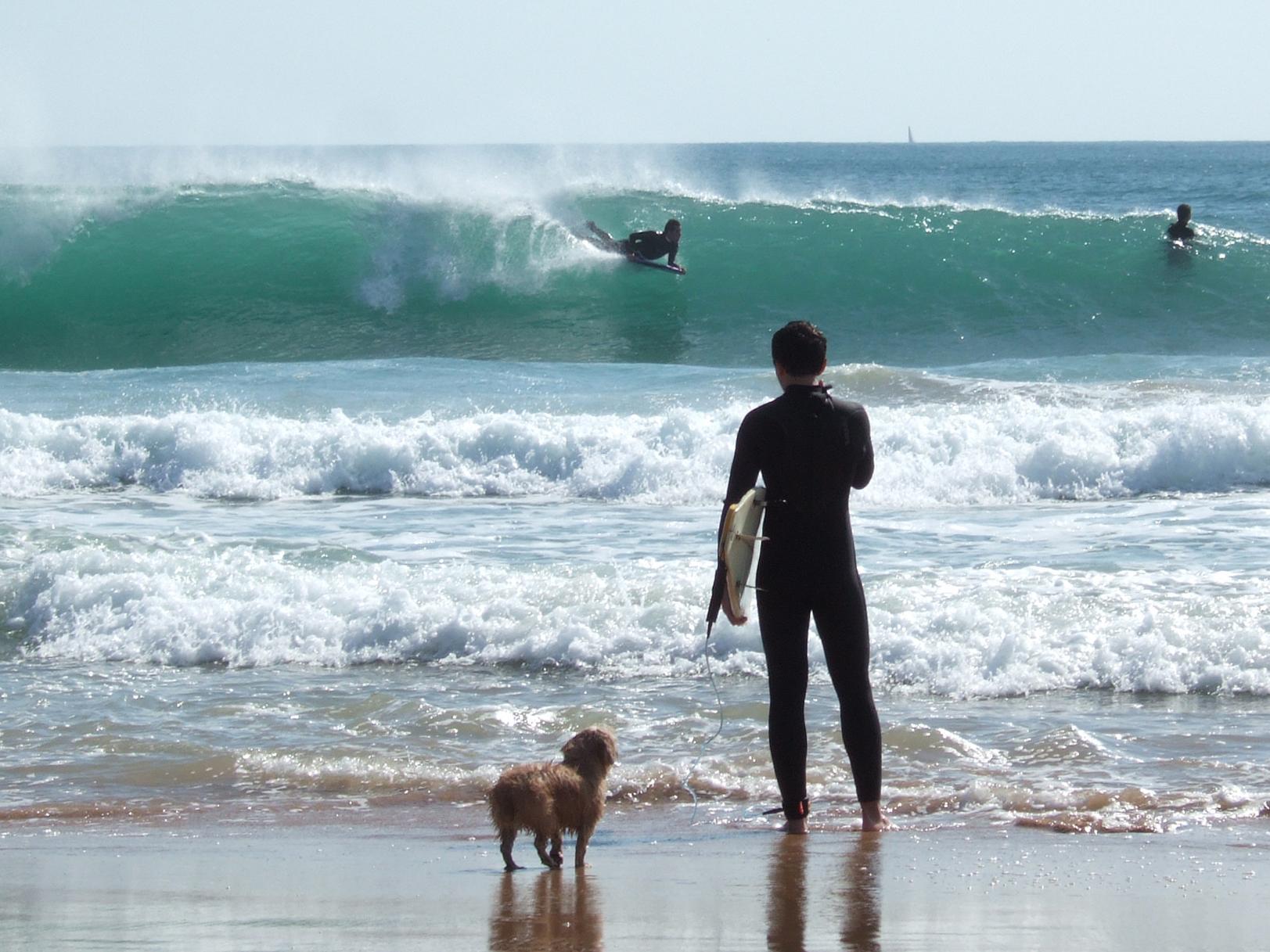 Surfers_at_Carcavelos_Portugal
