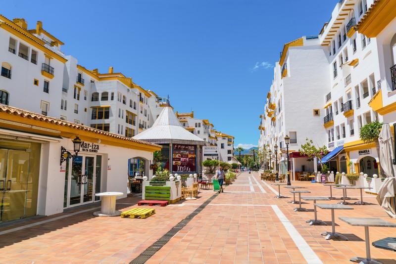 Puerto Banus street scene