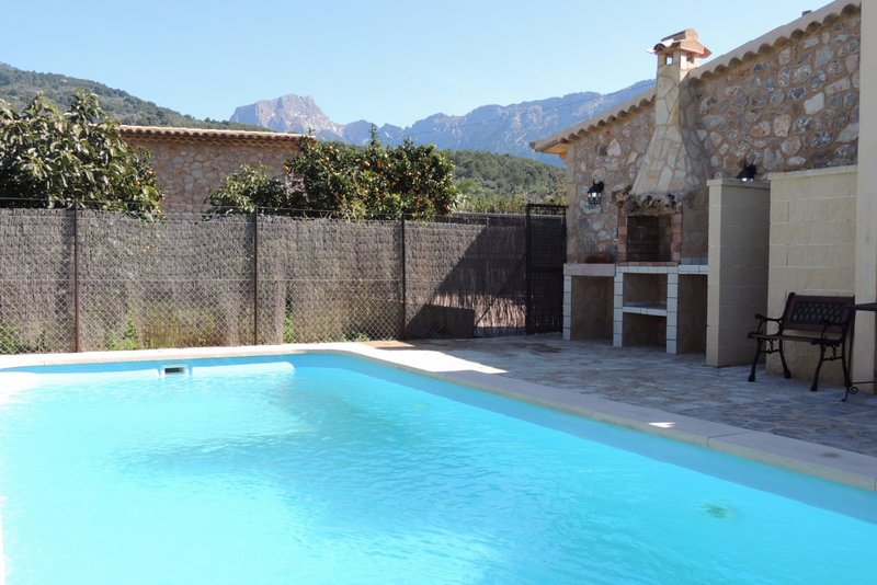 Picturesque and well-located 3 bedroom villa with own pool