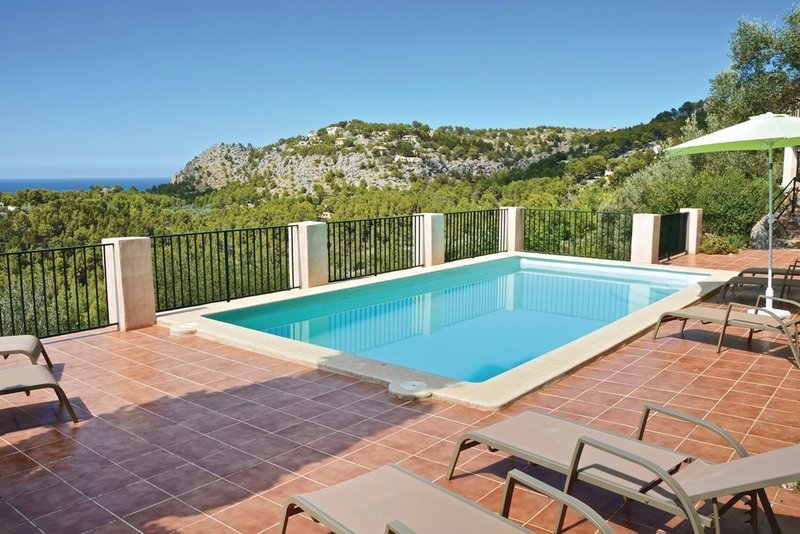 Four bedroom villa in Sóller with private pool. Stunning views!