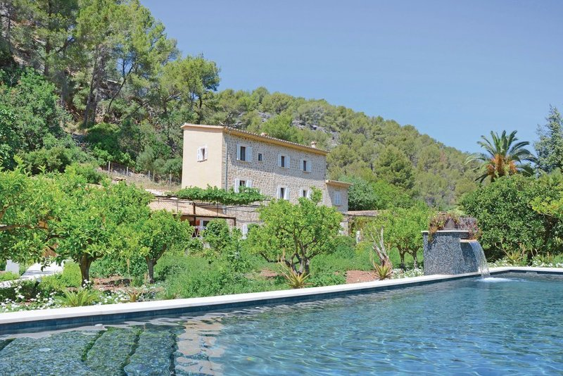 Peaceful six bedroom villa near Port de Sóller with huge pool area