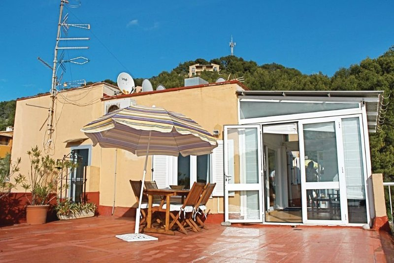 2 bedroom apartment on seafront in Port de Sóller overlooking beach and sea