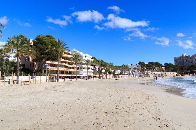 Clear, sandy Blue Flag beach in Peguera