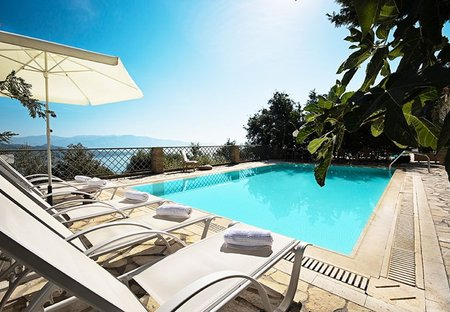 Villa in Nikiana, Lefkas: Poolside with wonderful seaviews