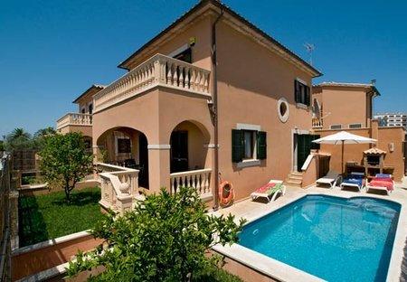 Villa in Platja d'Alcudia, Majorca