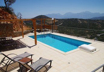 Villa in Kritsa, Crete: Pool terrace with amazing views