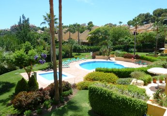 Apartment in Río Real Golf, Spain: View of back garden from terrace