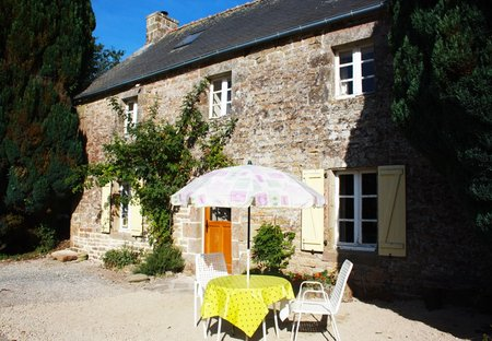 Cottage in Langonnet, France: Summer living in France