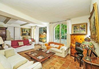 Villa in La Tour-d'Aigues, the South of France