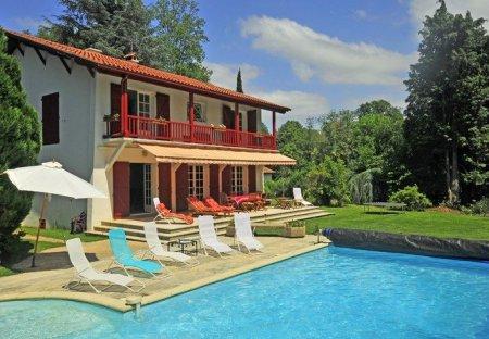 Villa in Cambo-les-Bains, France