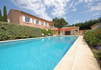 Villa in France, Peypin-d'Aigues