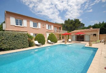 Villa in Peypin-d'Aigues, the South of France