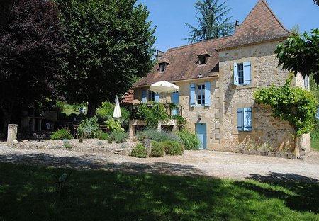Farm House in Lanquais, France: Beautiful farmhouse in large private grounds