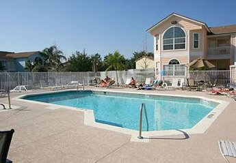 Apartment in Villas at Club, Florida: The pool, just a nice size.