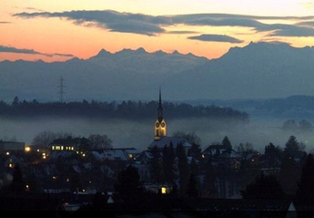 House in Obfelden, Switzerland: A wonderful sunrise from the mezzanine level!