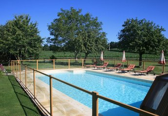 Cottage in Quistinic, France: Swimming pool's 'child proof' security barrier