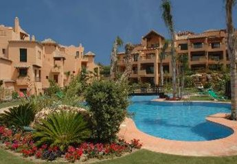 Apartment in Nueva Atalaya, Spain: Private swimming pool for residents