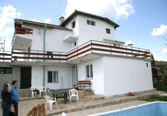 Villa in Nesebur, Bulgaria: Back site house with swimming pool