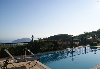 Villa in Alanya city centre, Turkey: Relax by your private pool with stunning views in Alanya, Tur..