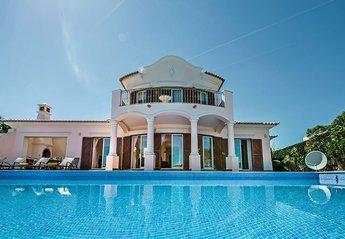 Villa in Martinhal, Algarve: exterior and pool