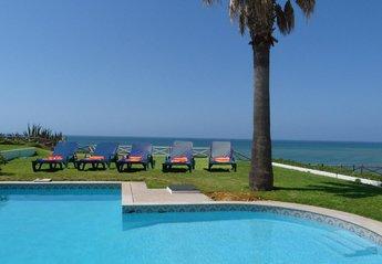 Villa in Praia da Oura, Algarve