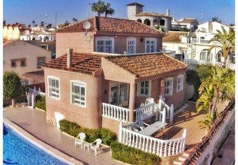 Villa in Urbanización El Presidente, Spain