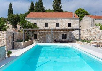 Villa in Orašac, Croatia