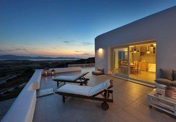 Villa in Faragas, Paros
