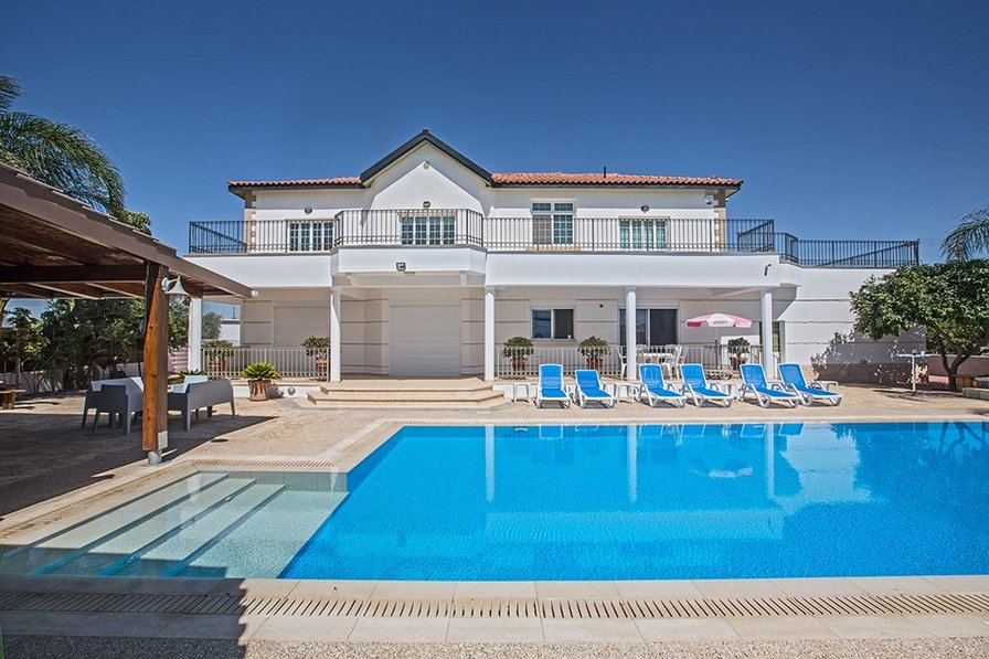 Large Villas To Rent In Ayia Napa