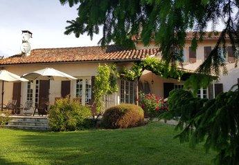 Farm House in Saint-Quentin-de-Chalais, France