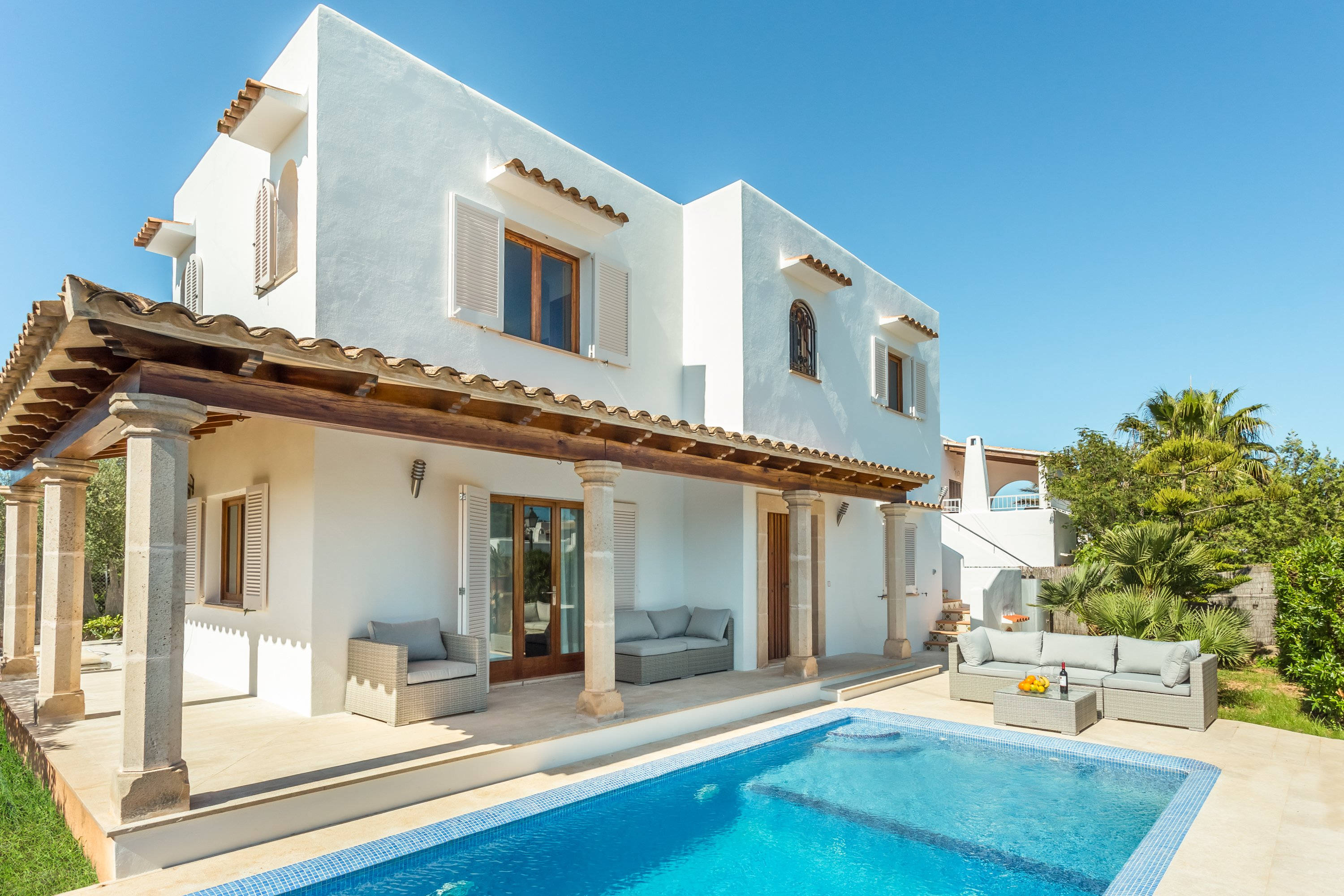 Villa to rent in Cala d Majorca with private pool