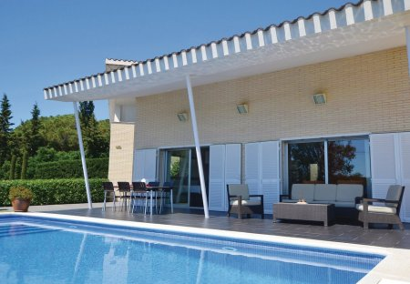 Villa in Els Tres Turons, Spain