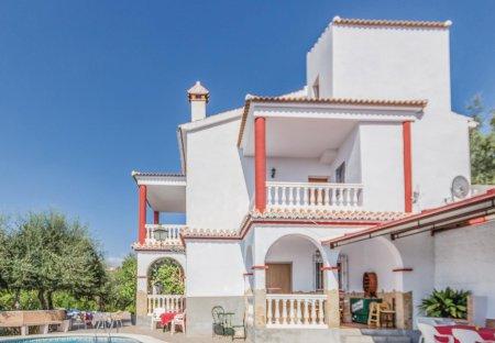 Villa in Sayalonga, Spain