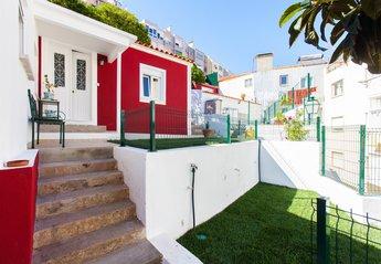 House in Algés, Lisbon Metropolitan Area