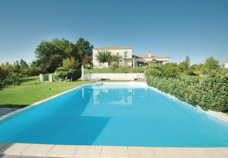 Villa in Sainte-Livrade-sur-Lot Sud, France