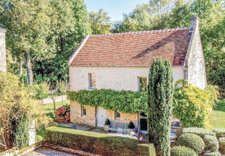 Villa in Fontaine-Henry, France