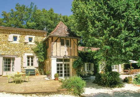 Villa in Saint-Martin-des-Combes, France
