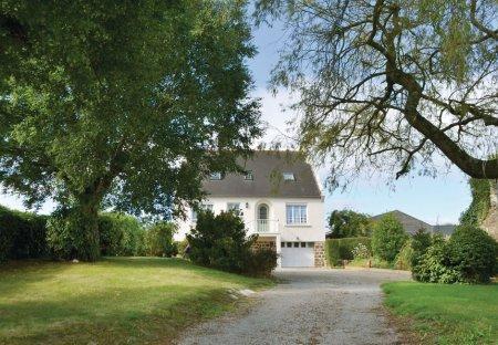 Villa in Lanmeur, France
