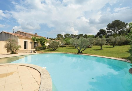 Villa in Boulbon, the South of France