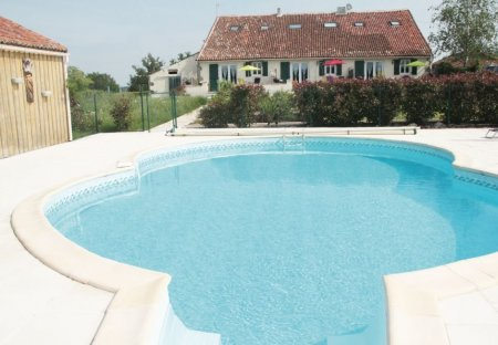 Villa in Neuvy-Bouin, France