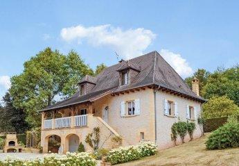 Villa in Le Lardin-Saint-Lazare, France