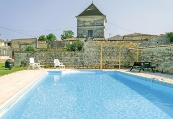 Villa in Neuvicq-le-Château, France: