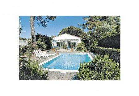 Villa in Sainte-Marie-de-Ré, France: