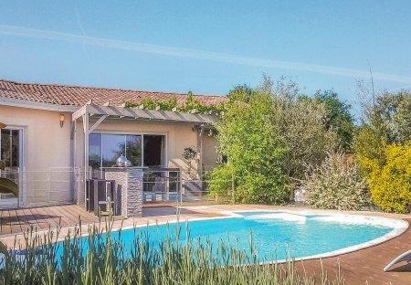 Villa in La Roche-Chalais, France