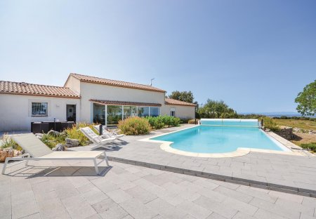 Villa in Poulx, the South of France