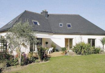 Villa in Saint-Eloi-Les Rosaires, France: