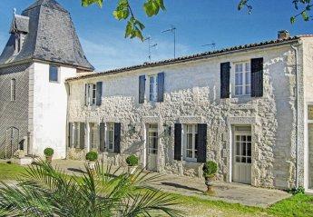 Villa in France, Beurlay: